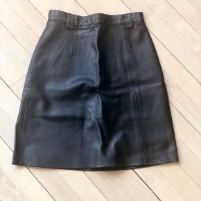 Læder nederdel med polyester for. Ingen slitage.  #30dayssellout
