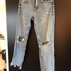 Super fede boyfriend jeans fra Zara - brugt en gang. Nypris 449,-.