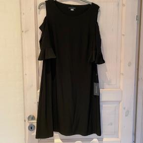 Helt ny kjole fra Tommy Hilfiger den er købt i usa str 14