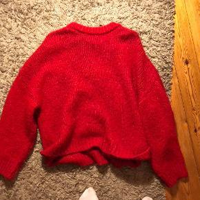 Super lækker sweater fra MANGO, god stand. Sælges da den er for lang