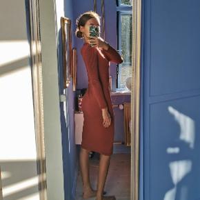 Lækker og blød (!) kjole med rød/sorte striber fra Storm & Marie. Virkelig rar at have på!