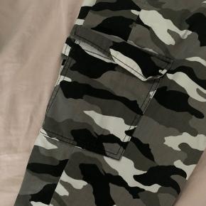 Camouflage cargo bukser, rigtig fin stand.