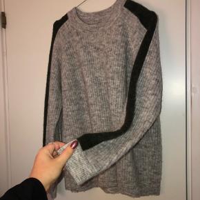 Lækker sweater fra Envii. Den er brugt meget få gange. Kun vasket i hånden. Størrelse small og medium kan også passe den.