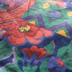 Farverig mulepose-taske, 47 x 38 cm. 2 stk. haves.  Tip! Perfekt erstatning til alm. plastikposer. Posen kan bruges igen og igen, og tåler vaskemaskine.