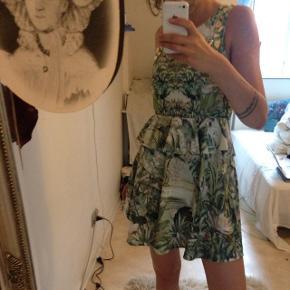 Bytter gerne :)  Seriøst den smukkeste kjole, fra H&M conscious kollektion 💛