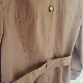 Brand: debenhams Varetype: frakke Farve: beige  superflot forårsfrakke fra debenhams i god kvalitet