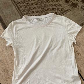 Anine Bing t-shirt med tryk i sølv bagpå.