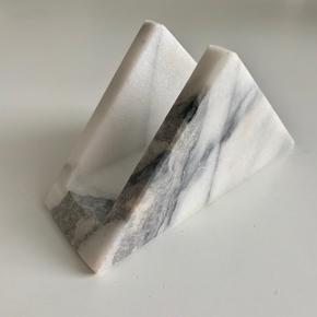 Marmor servietholder. Få overfladeridser.