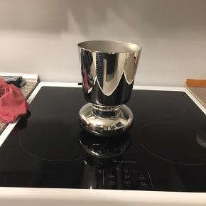 Georg Jensen vase i sølv. Fejler intet. Nypris 999kr