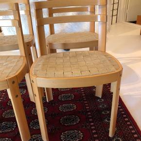 4 lækre designer stole fra Velsit Denmark. I pæn stand. Prisen er pr. Stk.