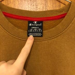 Beige\brun sweater fra champion str s. Højest brugt 13 gange. Byd!!