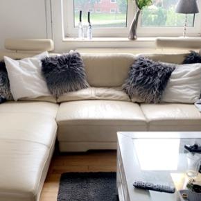 Super lækker sofa som jeg har været rigtig glad for, sælges da jeg nu godt kunne tænke mig en i en mørk farve. Prisen er sat efter brugsspor