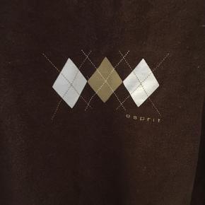 Trøje fra Esprit, passer S/M, købt i genbrug. God stand!