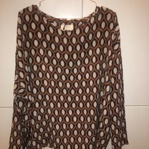 Silke bluse fra Diega. Sælges da den aldrig blev brugt
