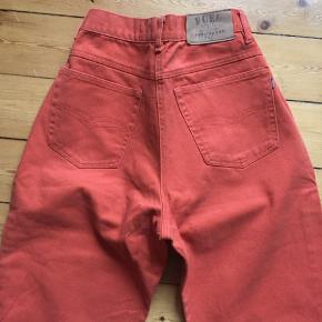 Super fede vintage jeans fra mærket FUEL JEANS og i en virkelig sprød farve 👌🏻 Kan prøves Åben for bud 😊  Afhentes 2450 Kbh Sv Sender med DAO.  Se alle mine annoncer hvis du klikker på mit profil navn - OBS jeg gir mængderabat🧚♀️