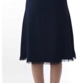 Nanushka nederdel