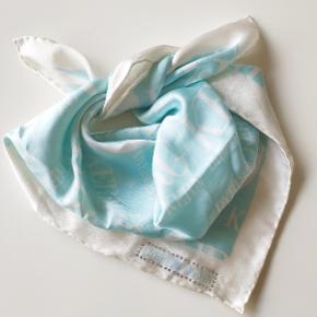 100% silke. 48x50cm