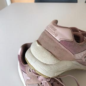 Brugte New Balance sneakers, som jeg har rengjort bedst muligt🌸👟  Skriv for flere billeder!