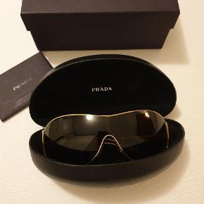 Lækker solbriller fra prada. Er ikke brugt meget. Er købet i Spanien.