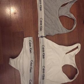 Det hvide Calvin Klein sæt sælges til 50kr, det er en størrelse medium, men passer dog bedre small. Den grå er størrelse small, men passes bedre af xs.  1 del for 30kr 2 for 50 og alle 3 for 70kr