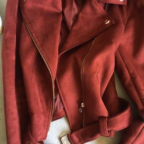 Lækker jakke her til sommer   Byd:)