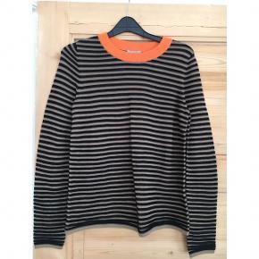 Spritny trøje/bluse fra COS. Aldrig brugt :-) byd endelig!