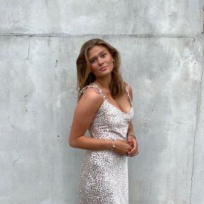 Galla kjole, brug 1 gang - Lille i str passes af small/medium