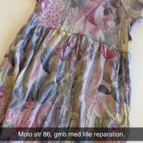 Har en lille reparation, udover den er kjolen gmb.