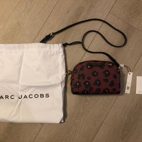 Fin smuk marc Jacobs taske som er ny. Købt i usa til 275 dollars der medfølger tag og dustbag. Mp 1000 kr