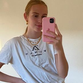 Hvis zara t-shirt. Blusen er brugt i en kort periode, men fejler intet og har Helle ringen tegn på slid.   Jeg er en str. S