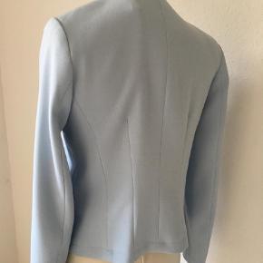 Brand: More & More Varetype: Jakke Farve: Blå Oprindelig købspris: 1200 kr.  Lækker tyk og blød, elegant jakke/ cardigan. Købt i eksklusiv tøjbutik i Tyskland. Aldrig brugt
