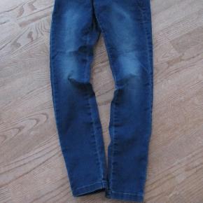 Klassiske Only jeans str S/30 Ikke brugt meget.  Se også mine flere end 100 andre annoncer med bla dame-herre-børne og fodtøj