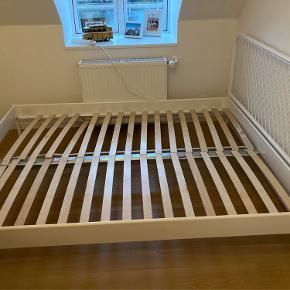 Nesttun sengestel fra Ikea  160x200 cm Pris fra ny 1099kr   Har været brugt som gæsteseng i sammenlagt max 20 dage.   Sælges grundet flytning.  Kan skilles ad.   Skal afhentes i Kbh K