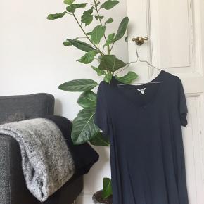 MbyM t-shirt str. S i blå - aldrig brugt prismærke sidder stadig i 🌚 (den virker stor i str. passer nok bedre som str. M/L)   Byd gerne kan både afhentes i Århus C eller sendes på købers regning 📮✉️