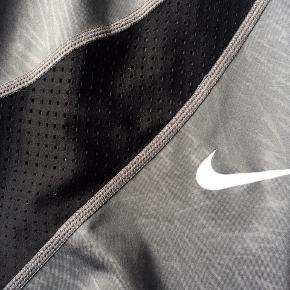Fine 3/4 lange trænings tights fra Nike .  Ingen huller, pletter el lign   Sendes mod betaling - 37kr med DAO