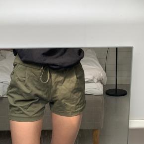 super fine shorts fra vero moda:)🦋✌🏻😄 fitter xs/s🌞  🤍 tjek gerne resten af min shop ud;)