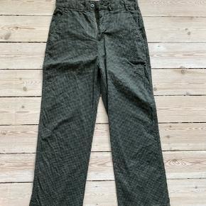 Obey fede bukser med grøn-sort mønster Brugt 1 gang Str 28 Passer 38/M