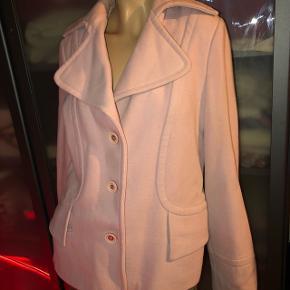 Pæn vintage jakke i svag lyserød. Flere billeder kan sendes ✨