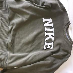 Nike retro sweater str m