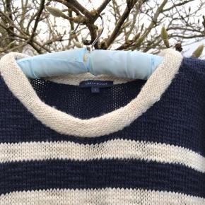 Varetype: Flot Strik  Bluse Farve: blå Oprindelig købspris: 1200 kr.  Flot lækker strik bluse fra Tommy Hilfinger