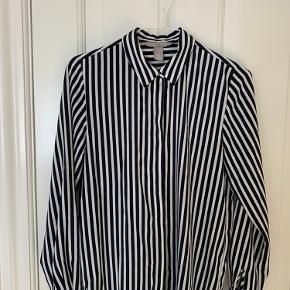 Lækker skjorte fra H&M. Brugt et par gange, så næsten som ny