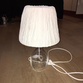 Lampeskærm i stof. Giver et hyggeligt lys Kan mødes i Århus