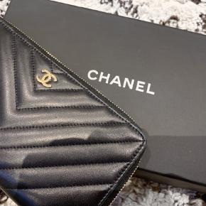 Varetype: Pung Størrelse: One size Farve: Sort Oprindelig købspris: 7250 kr. Kvittering haves.  Købt i Chanel Stockholm