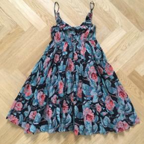 Twenty8twelve blomster kjole. Som ny.