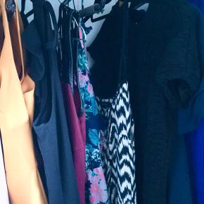 Kjolepakke med 8 kjoler i størrelse S. Forskellige mærker som Object og Soaked in Luxury. Sælges grundet flytning. Se også mine andre annoncer.
