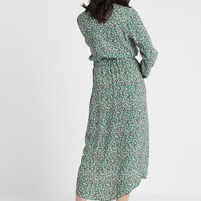 Super fin kjole i 100% viscose.   Bytter ikke - ved ts handel pålægges gebyret.