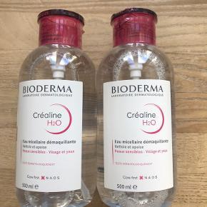 Prisen er for begge flasker.   De kan afhentes for 220,-  Helt nye og uåbnede Bioderma Sensibio / Crealine makeupfjerner / rensevand med pumpe. 500 ml i hver flaske. Holdbarhed til november 2022.    1 flaske sælges for 120,-  Prisen er fast.    NB Créaline er navnet på det franske marked og al tekst står på fransk. Sensibio er navnet på det internationle marked og teksten står på flere sprog. Indholdet i flaskerne er nøjagtig det samme.   Kan afhentes på Østerbro i København.
