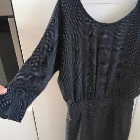 edc by Esprit - sort med små hvide prikker - 150 kr
