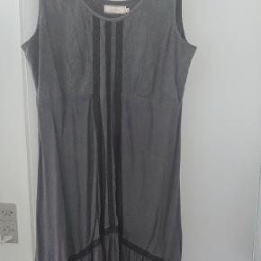 Creme Flot koksgrå kjole med sorte blonder , skal ses på, xxl