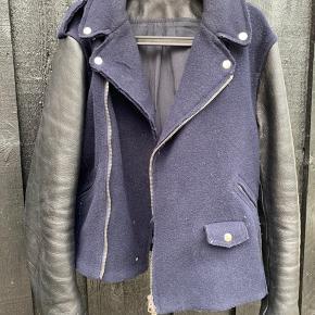 Acne Cassidy  Rigtig lækker jakke er den er som ny